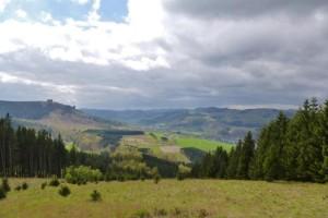 Rothaarsteig: Blick auf die Bruchhausener Steine